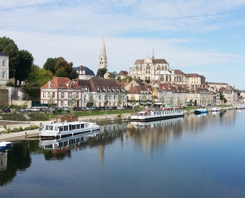 river-lyonne-with-auxerre-cathedral-and-manor-houses