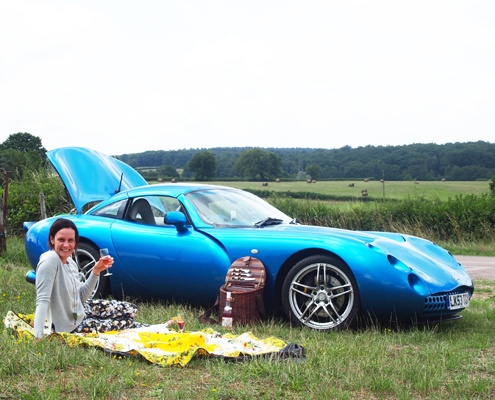 roadside-picnic-lunch-french-countryside